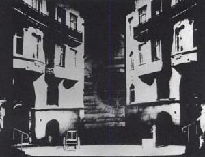 ATO 1 na produção de Ingmar Bergman de 1973, usando projeções fora de foco e parte de uma igreja ao fundo